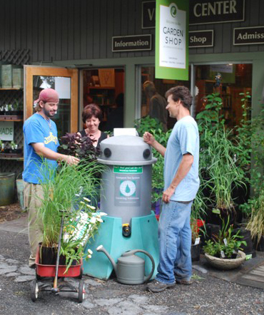 Scott LaFleur (at right) talks to Garden Shops customers about the Growing Solutions System25.